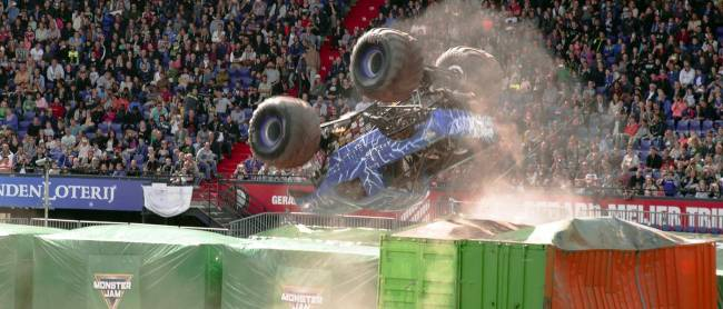 Totally on purpose. Blue Thunder somersaults to a win. [Image © Gus Preston]