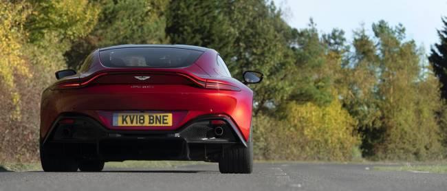 b2ap3_thumbnail_Aston-Martin-Vantage-2018-07.jpg
