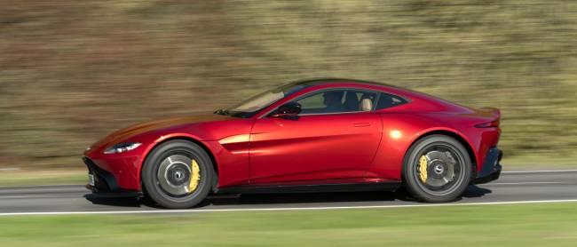b2ap3_thumbnail_Aston-Martin-Vantage-2018-10.jpg