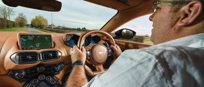 b2ap3_thumbnail_Aston-Martin-Vantage-2018-17.jpg