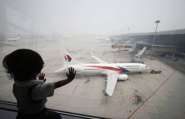 Child at Airport - Image: Reuters/Bazuki Muhammad