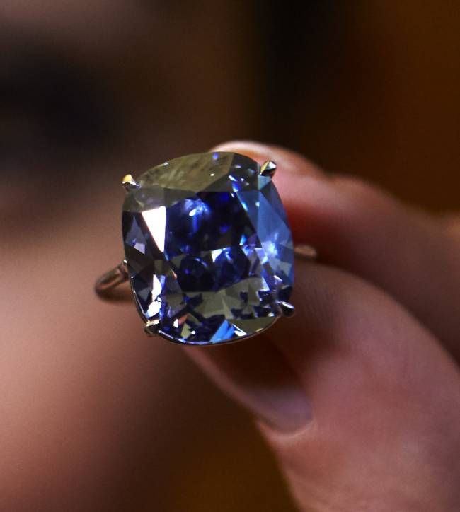 Father spends millions on diamond for daughter | Image: Reuters/Denis Balibouse