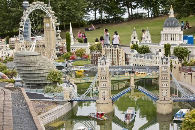 An American had bought the miniature Tower Bridge and was having it transported, Lego-brick by Lego-brick to the Nevada desert