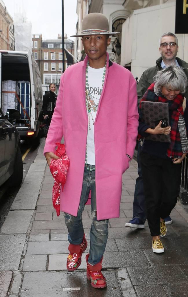 Pharrell's happy in pink | Image: Beretta / Sims / REX