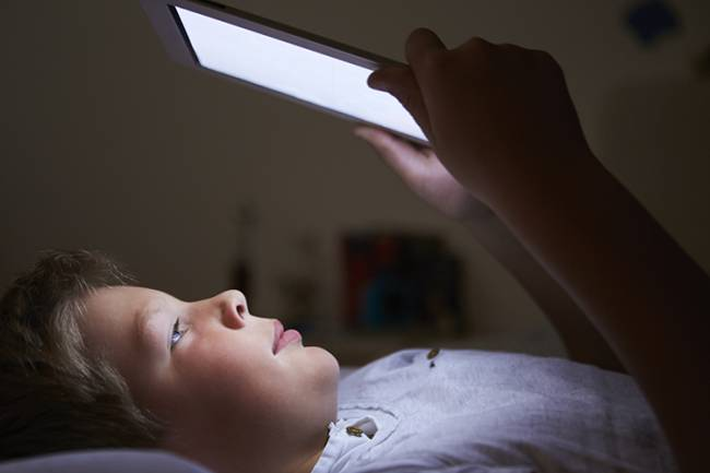 Tablets and other devices seem to offer a solitary reading experience and are thought to disrupt sleep | Image: ING Images