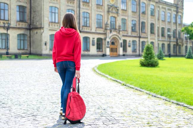 b2ap3_thumbnail_AdobeStock_280929024-girl-walks.jpeg