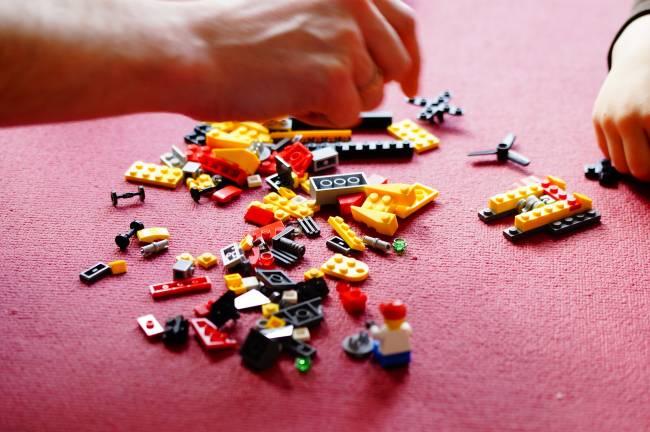 b2ap3_thumbnail_lego-708086_1920.jpg