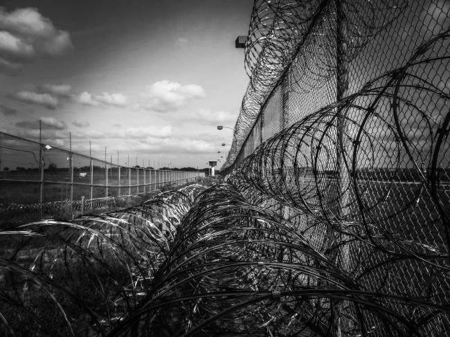 b2ap3_thumbnail_prison-fence-219264_1920.jpg